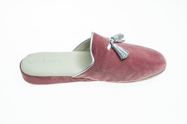 Caroline, mule for women in antique pink velvet with silver tassels and topstitching - right side view