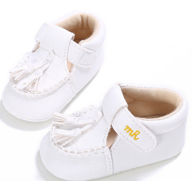 White Beautiful first walker shoes perfect for Spring/Autumn.