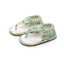Pretty summer soft sandals perfect for first walkers.