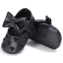 black Gorgeous baby girls first walker shoes with beautiful bow and heart pattern.