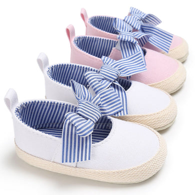 Dainty Bow Crib-shoes