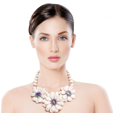 Cream Cracked Flower Beaded Necklace