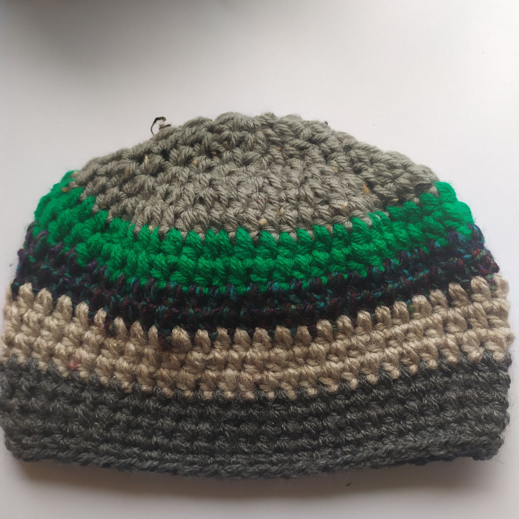Boys hat - >6mths approx