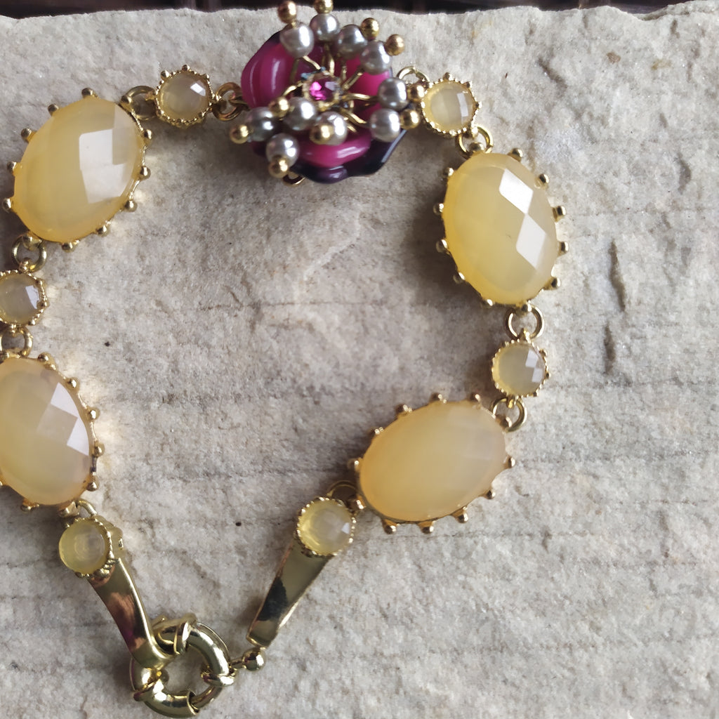 Bracelet - vintage style with beautiful detail