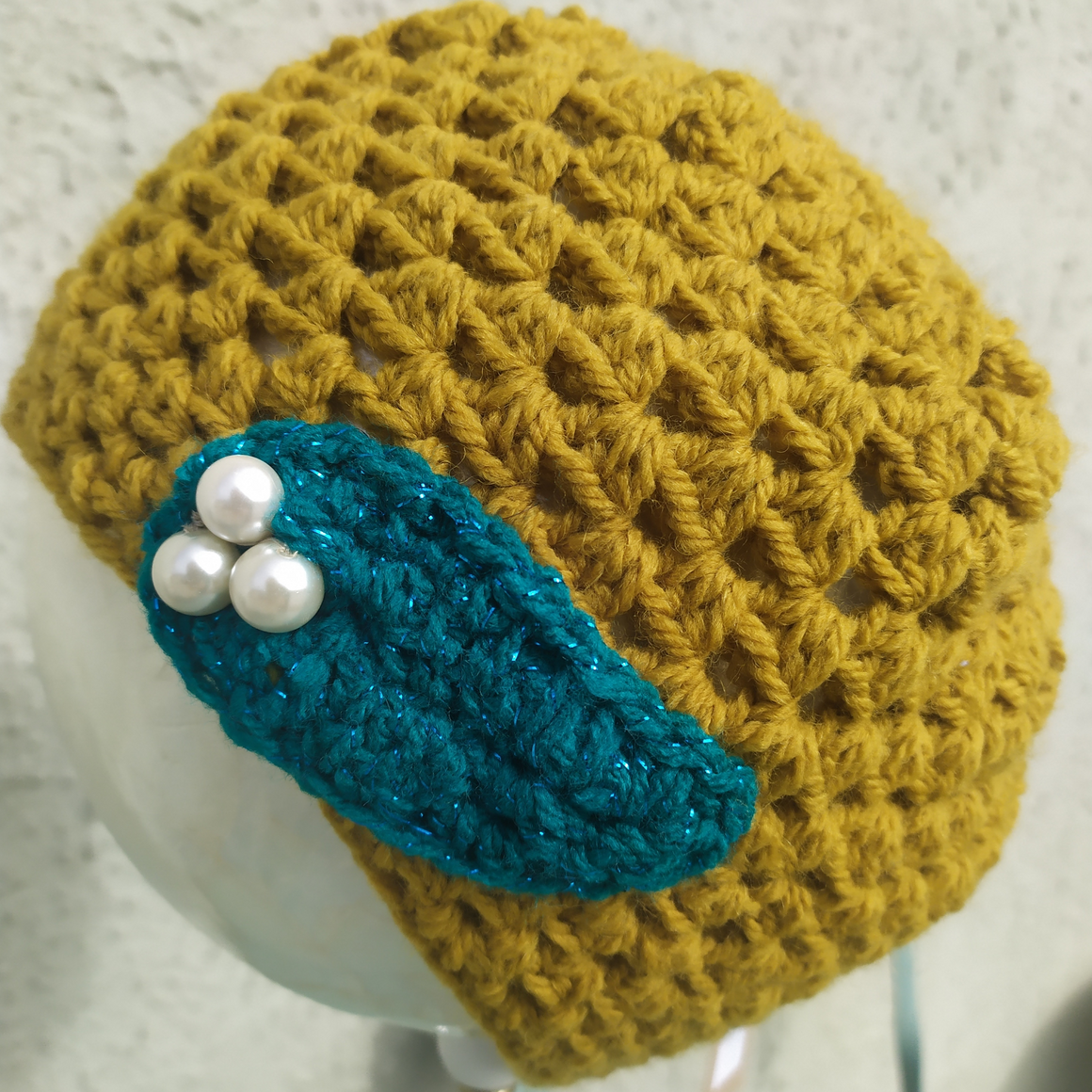 Moss Green hat with leaf & Pearls - Medium