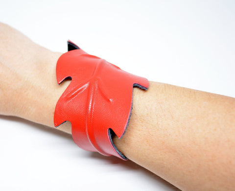 Leaf Leather Cuff Bracelet Red - edocollection