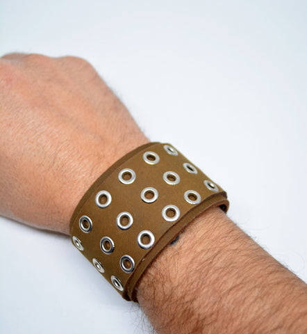 Men's Large Leather Studded Bracelet Tan - edocollection