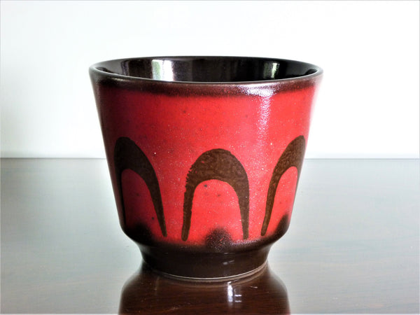 Vintage planter, red with brown swirl decoration