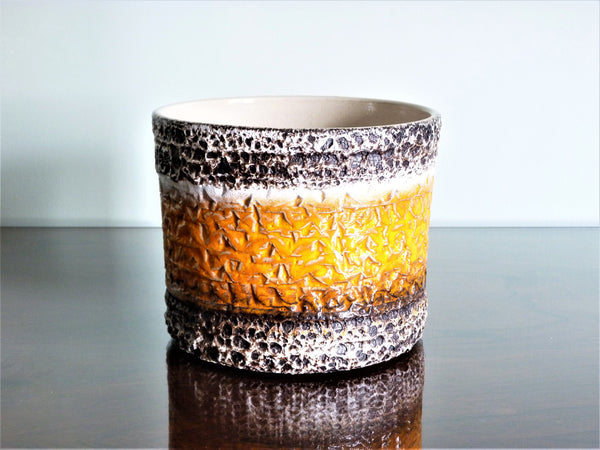 Spara planter, black and white lava texture with orange band
