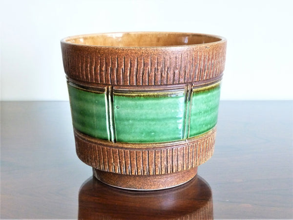 Spara planter, brown and green