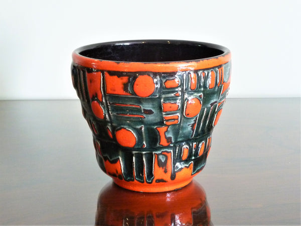 Uebelacker planter, red and black geometric decoration