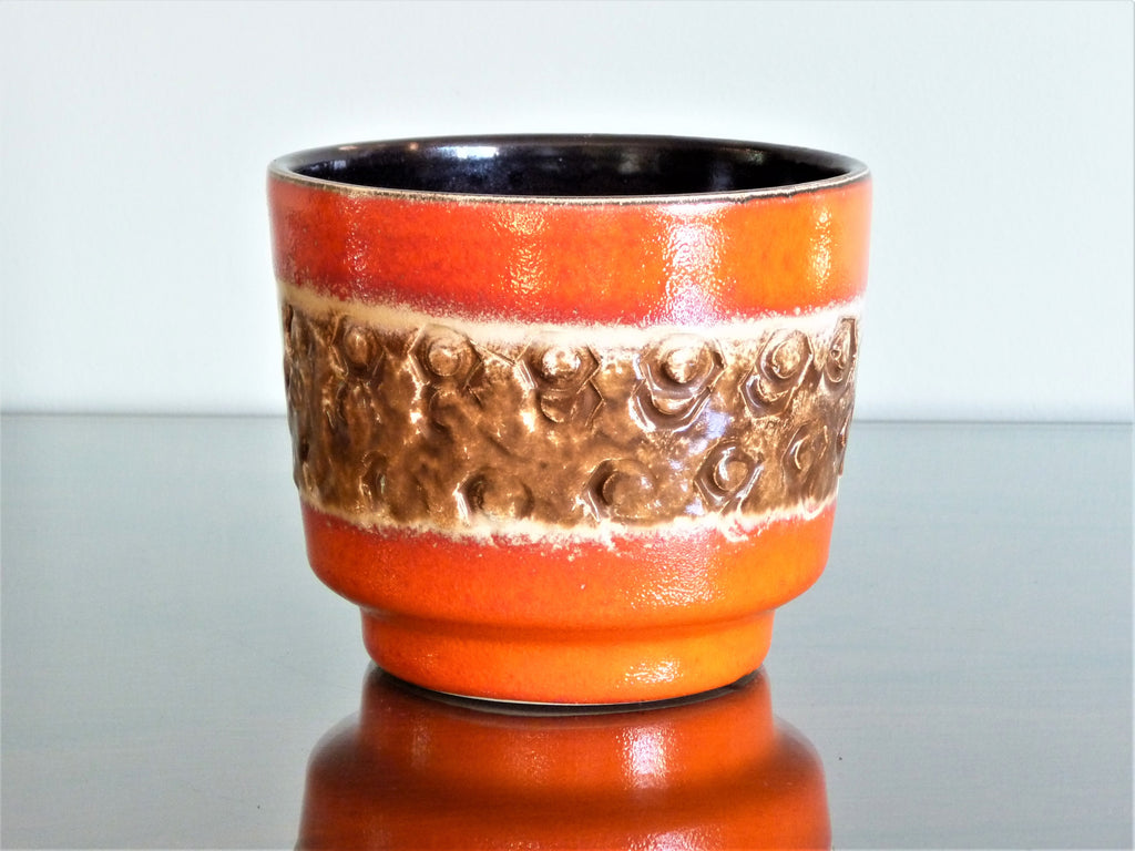 Spara planter, orange, white and brown