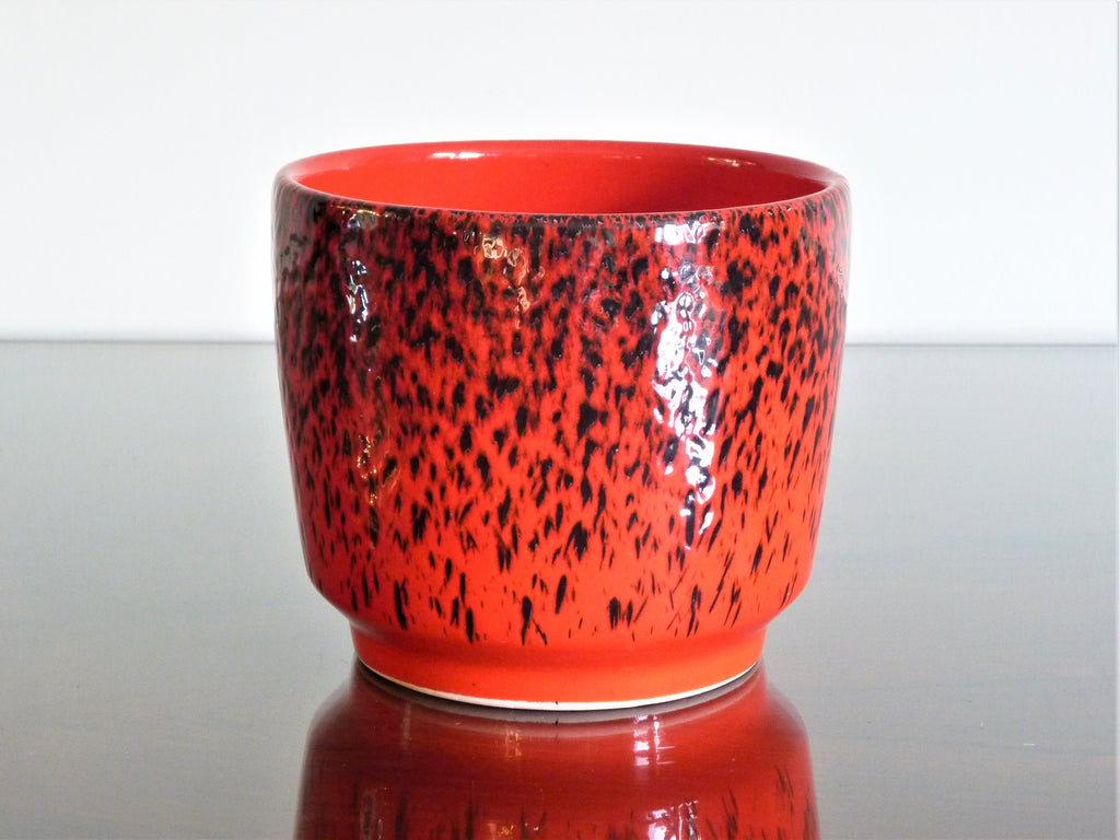 Waechtersbach planter, red and black spotted decoration