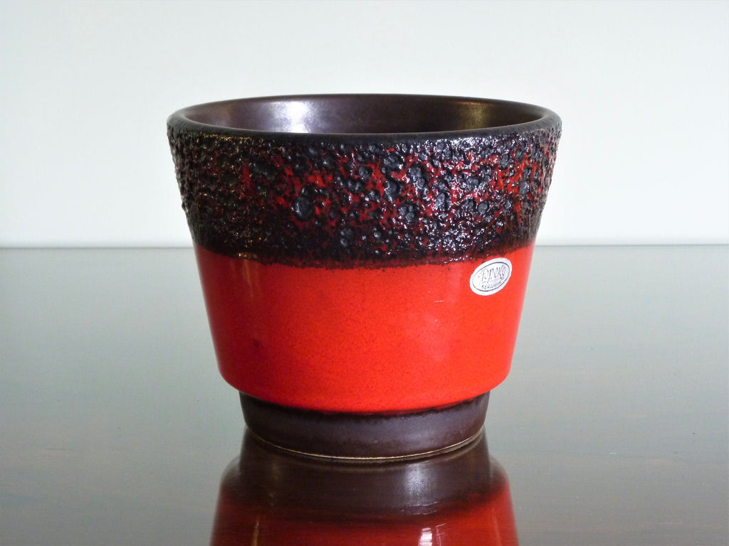 Jopeko planter, red with black and red lava