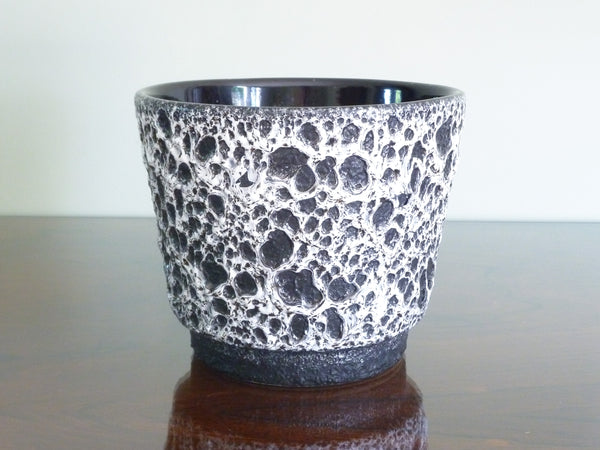 Jopeko planter, black and white lava