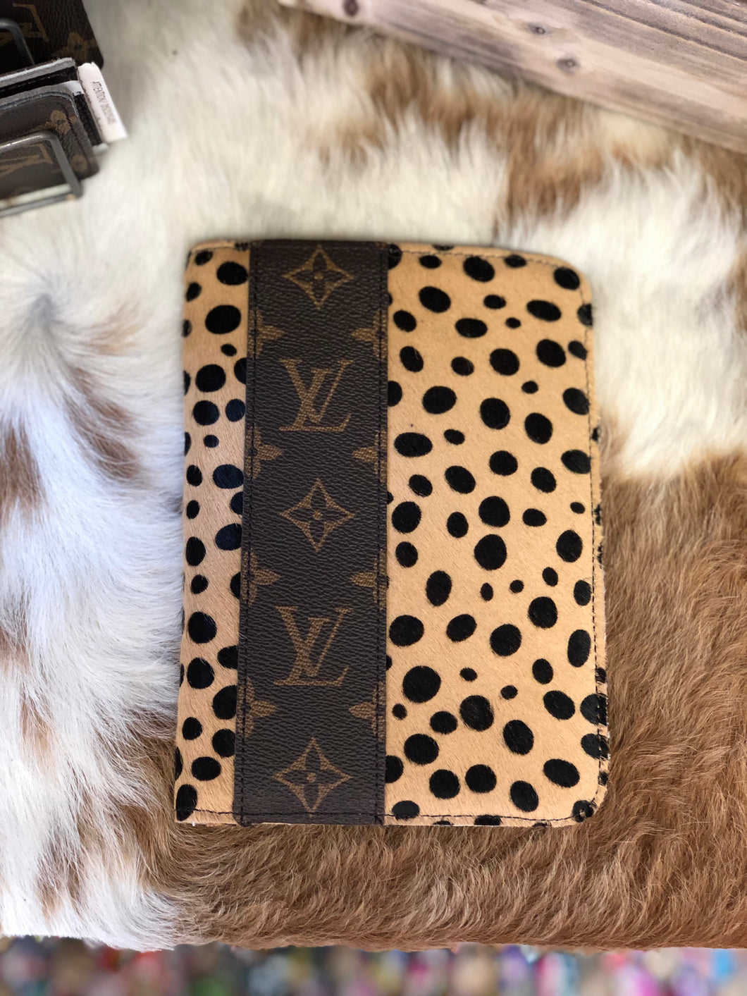 LV passport wallet-Cheetah
