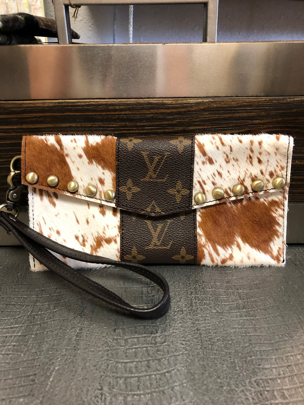 LV clutch-brown cow