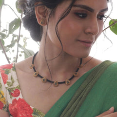 Makul Necklace Set