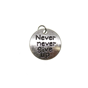 Chapado en plata antigua Never Never Give Up One Side 19 mm - 2 piezas Charm by Bead Gallery