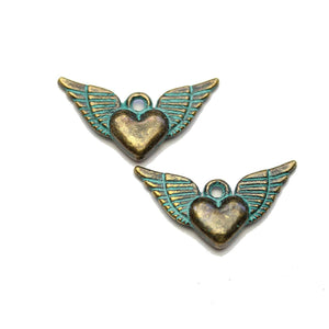 Encantos de latón pátina Flying Heart 12x25mm encantos - 2pcsCharm by Halcraft Collection