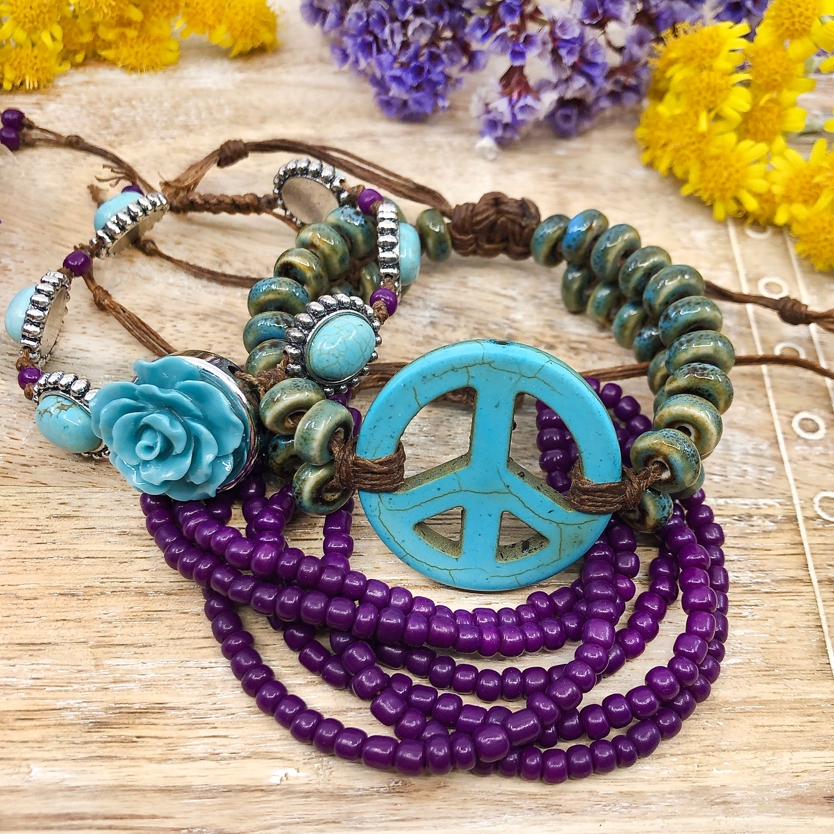 Pila de brazaletes DIY de Peaceful Pieces