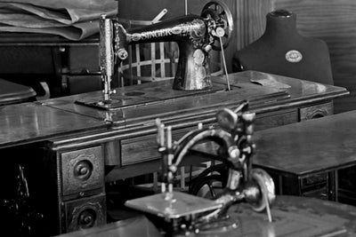 Singer Sewing Machines For Sale at Oppenheimer's in Washington, DC, early 1900s - HistoricalPix