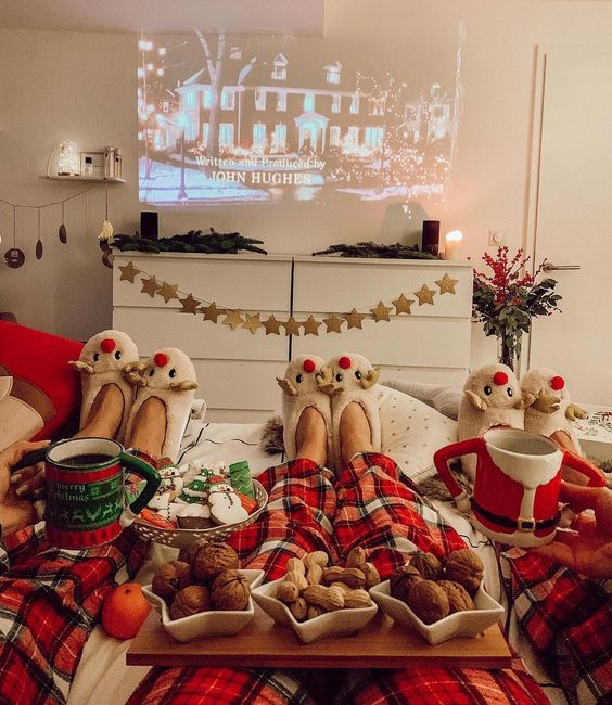 How To Plan The Perfect Family Christmas Movie Night