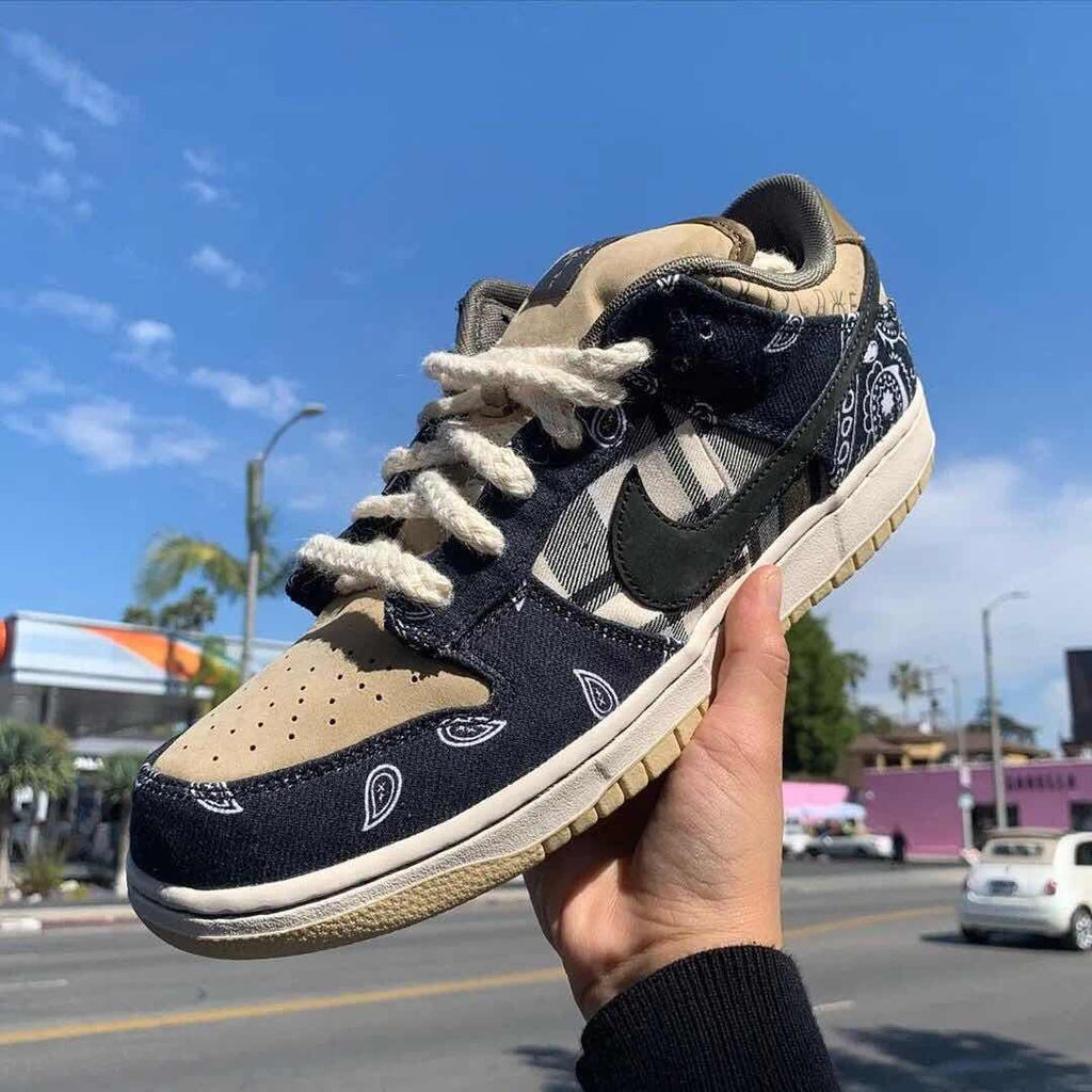 TRAVIS SCOTT DUNK