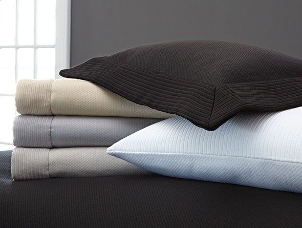 Matelassé coverlets and shams in several colors