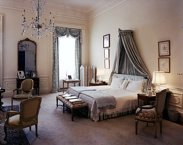 Kennedy's White House bedroom in soft neutral colorss