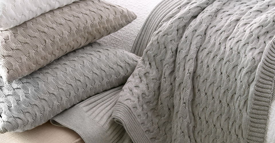 Throw pillows and blankets in a chunky knit pattern