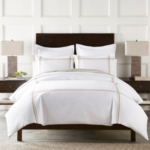 Display bed with Duo Linen Duvet and shams