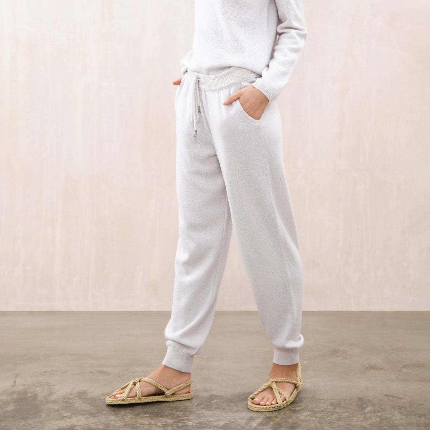 women's cashmere low rise joggers