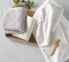 Load image into Gallery viewer, lattice pattern cotton bath towels