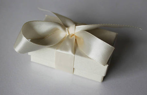 Gift Box, Ribbon & Messages