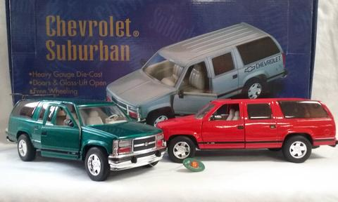 CHEVROLET SUBURBAN 1:24 DIE CAST CARS