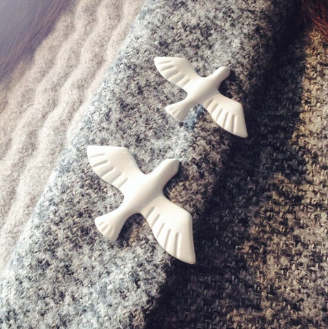 cute acrylic white dove bird brooch pin for women