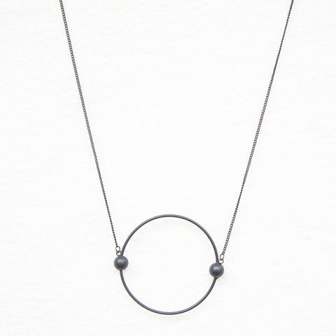 contracted circle pendant long necklace