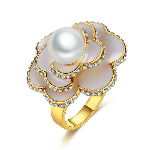 luxury shell & crystal flower shape ring for women