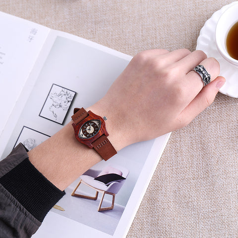 trendy wooden eye shaped case quartz wrist watch for men