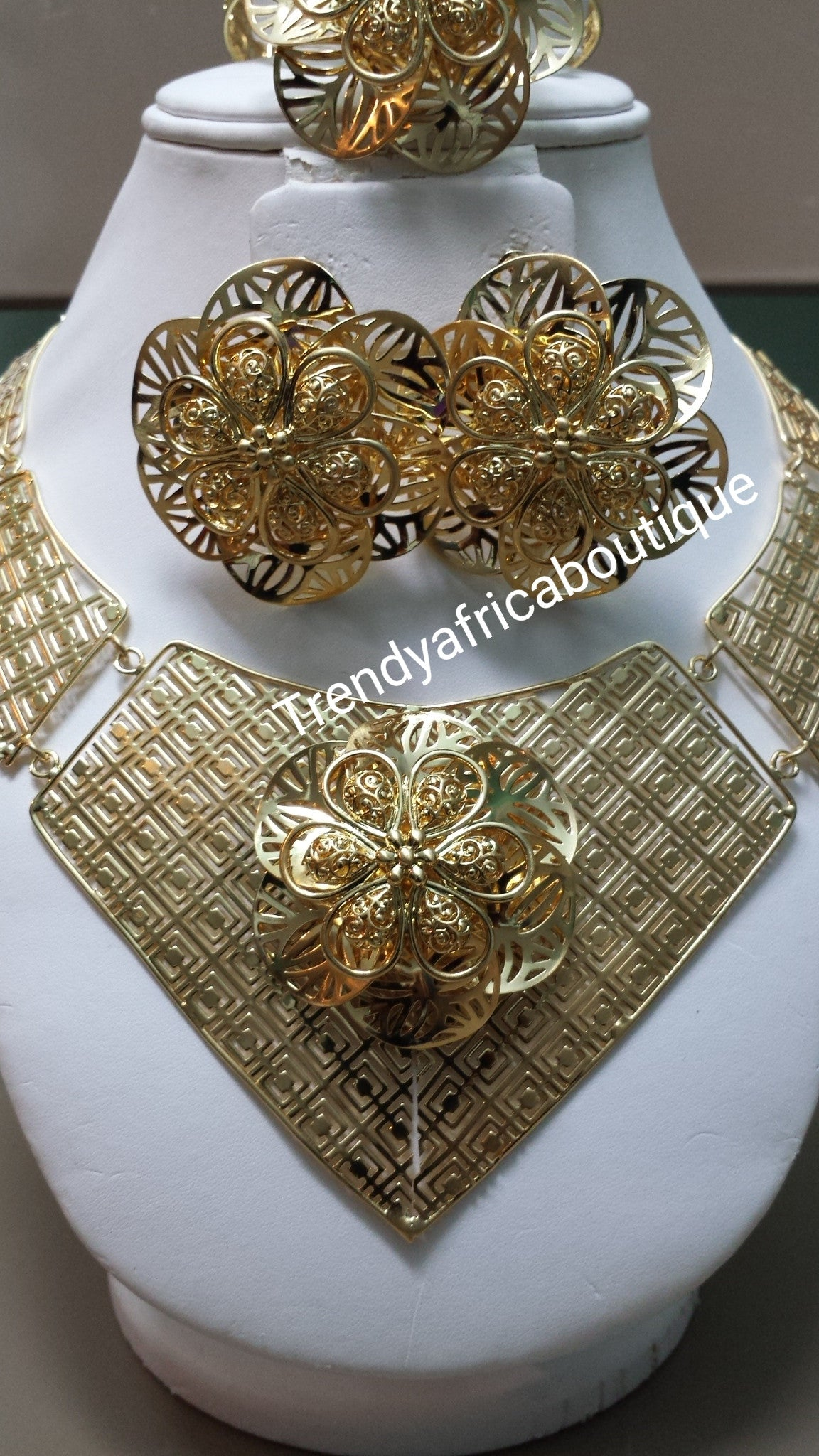 Sale: 4pcs choker necklace jewelry set. 18k gold plated matching choker set. Beautiful flower design