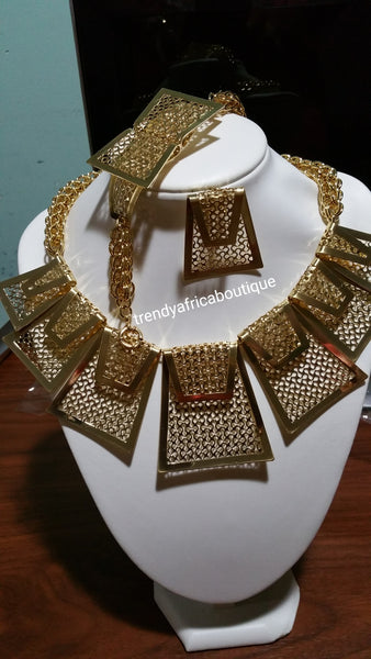 Latest African/Dubai 18k Gold plated Jewelry set. 4pcs High quality costume set. Solt as a set. Pruce is for the set