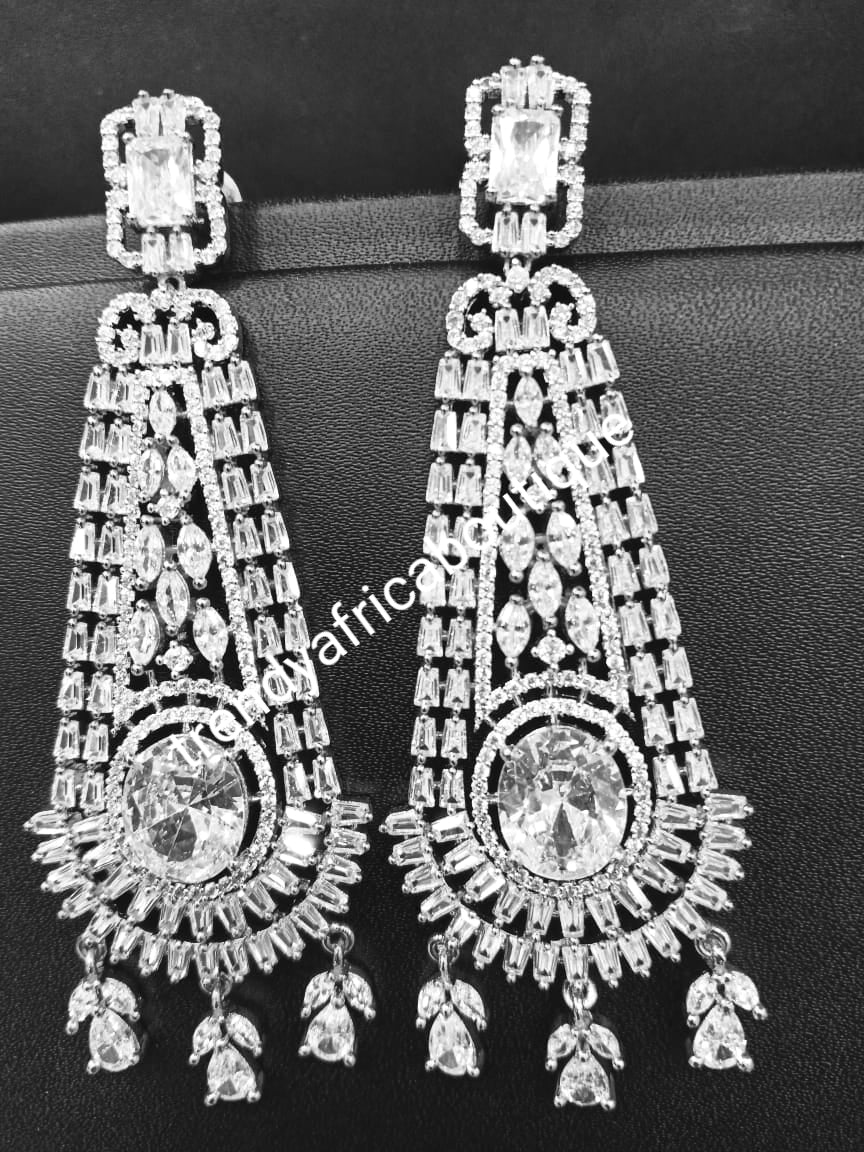 22k electroplated America white Diamond-earings. Hand set with quality dazzling CZ stones. Original quality, hypoallergenic. Light weight drop-earrings. Beautiful Bridal accessories