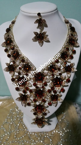 Clearance sale: Crystal 2pcs wedding necklace set for weddings/big event. Beautiful necklace and matching earrings. Costume jewelry set in dazzlying crystal in 18k gold plating. Chocolate brown stones