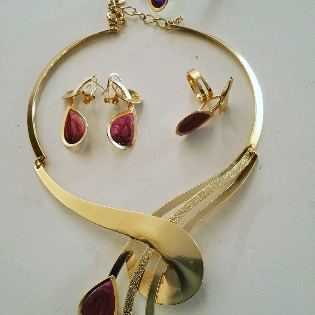 Clearance: 18k Gold plated Necklace set. 4pcs set in top quality gold plating. Adjustable link to necklace and bangle