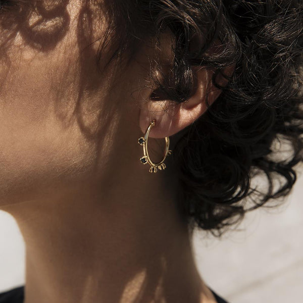 ADELE ONYX HOOP EARRINGS - 18K GOLD PLATED