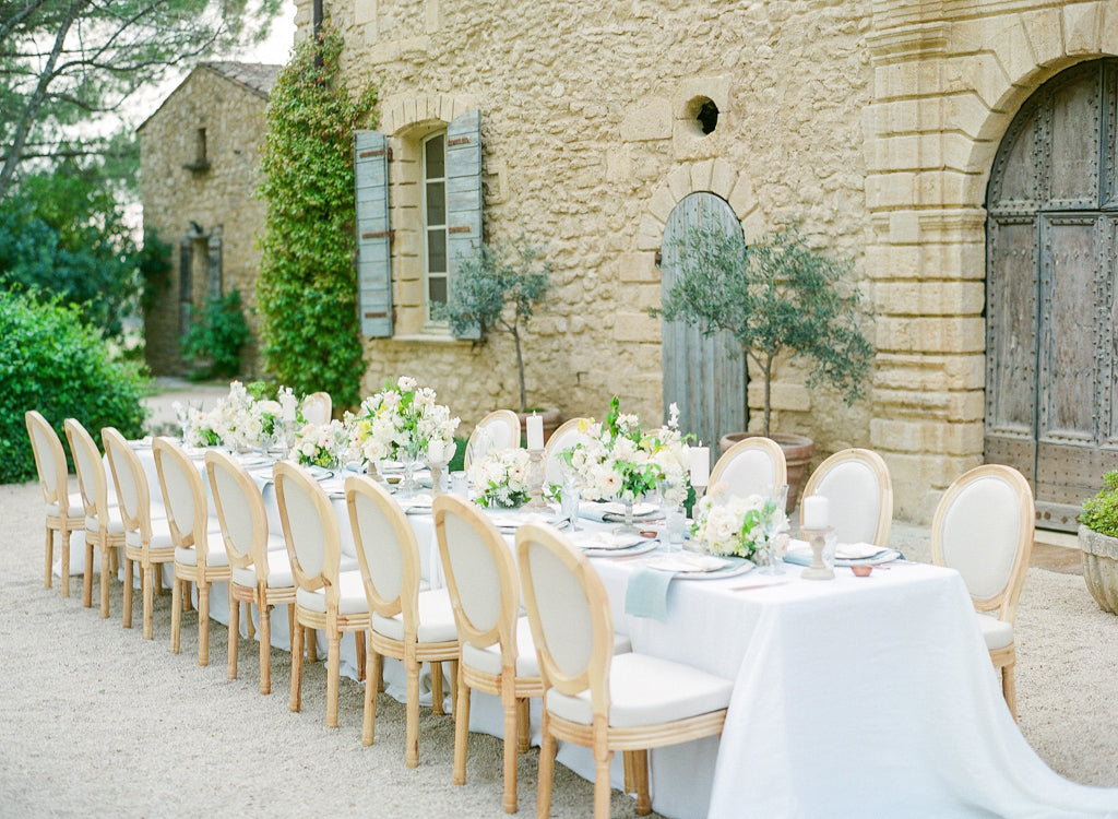 Photo by Oliver Fly, styled by Jennifer Fox Weddings, featuring linens by Madame de la Maison