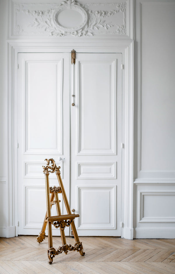 Gilded 18th century easel | For rent on www.madamedelamaison.com