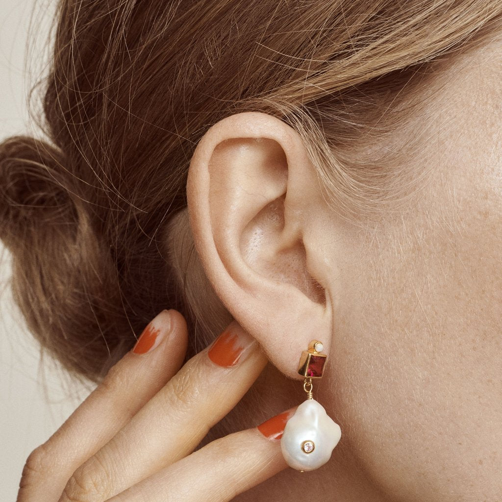 Anni Lu | Baroque Pearl Bling Earrings - Lipstick (pair)
