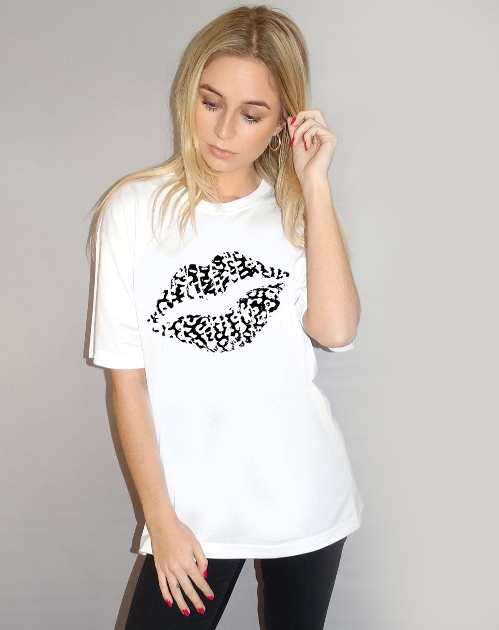 Black and white  Leopard Lip Tshirt Motif Tshirt in White